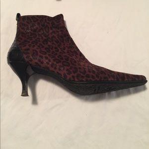 Donald j Pliner leopard bootie size 10 Lola